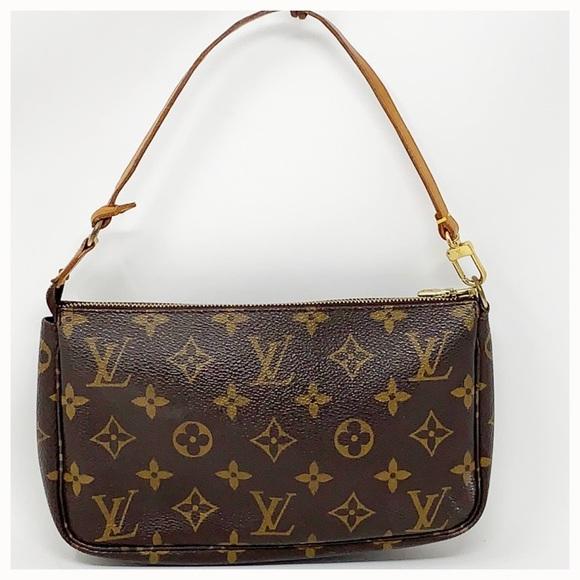 dc54449d9de9 Louis Vuitton Handbags - Authentic Louis Vuitton Pochette Clutch Bag